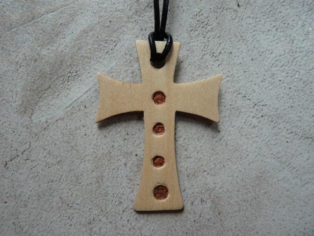 Collier Croix en érable