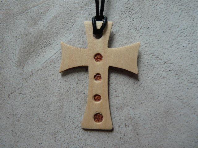 Collier Croix en érable - vue 4