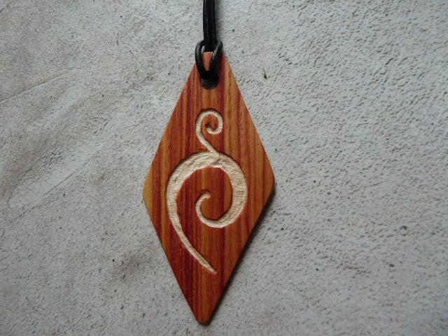 Collier losange en bois de rose - vue 4