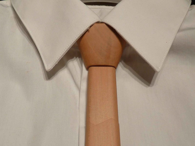 Cravate en poirier - vue 1