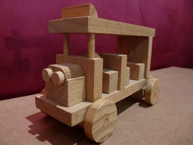 Bus en bois - vue 1