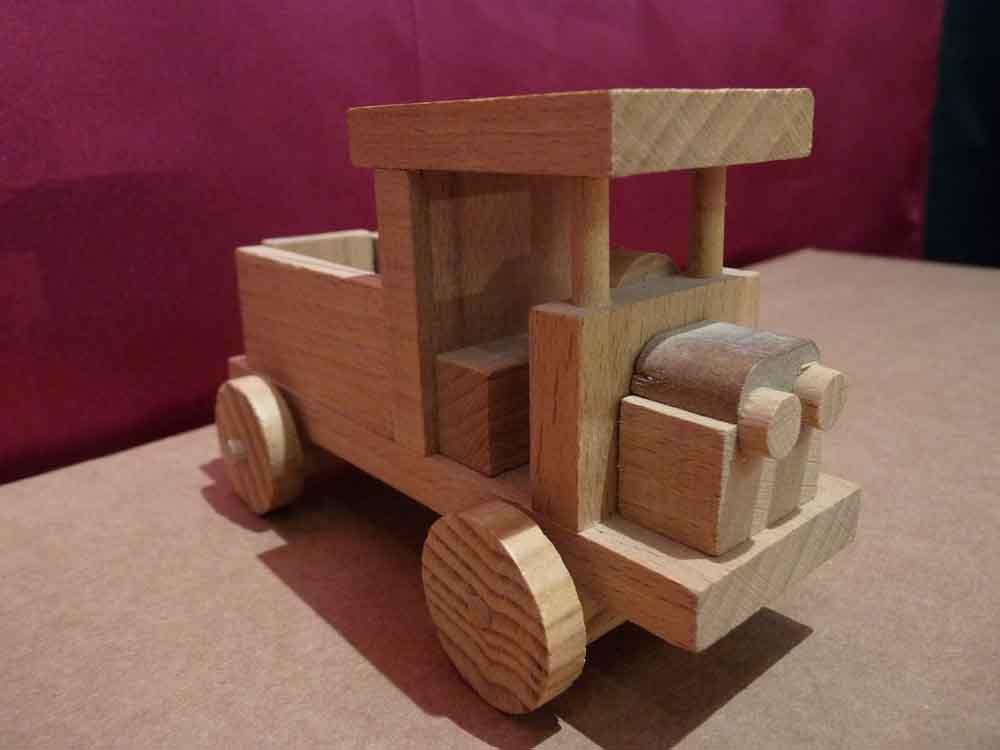 Petit camion en bois - vue 1