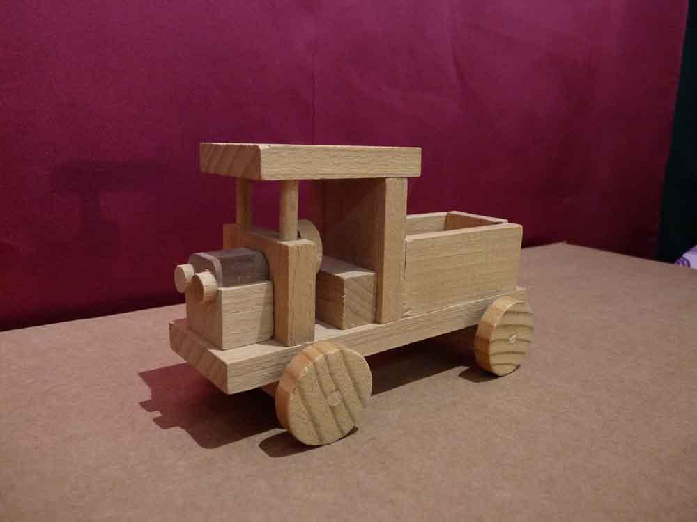 Petit camion en bois - vue 2