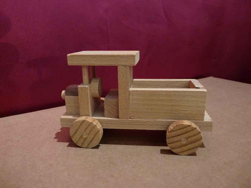 Petit camion en bois - vue 4
