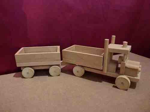 Camion en bois avec remorque - vue 1