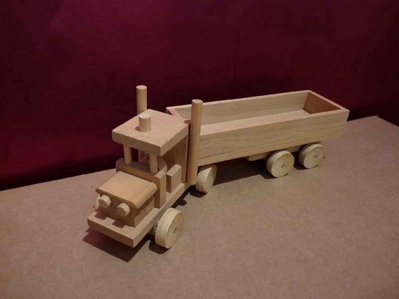 Camion Semi-remorque en bois - vue 1