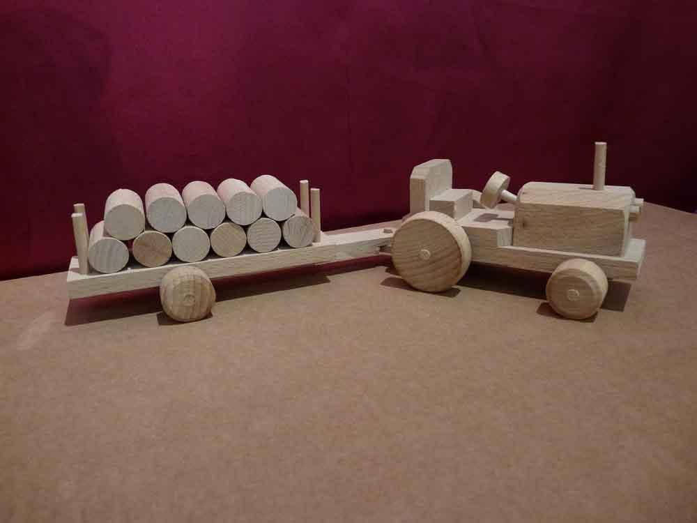 Tracteur en bois et sa remorque - vue 2