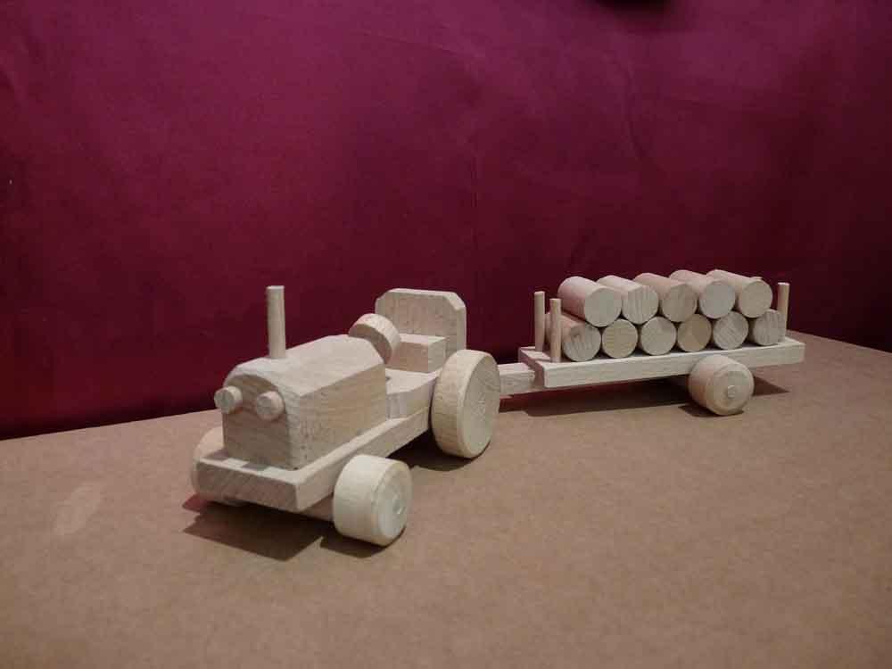 Tracteur en bois et sa remorque - vue 3