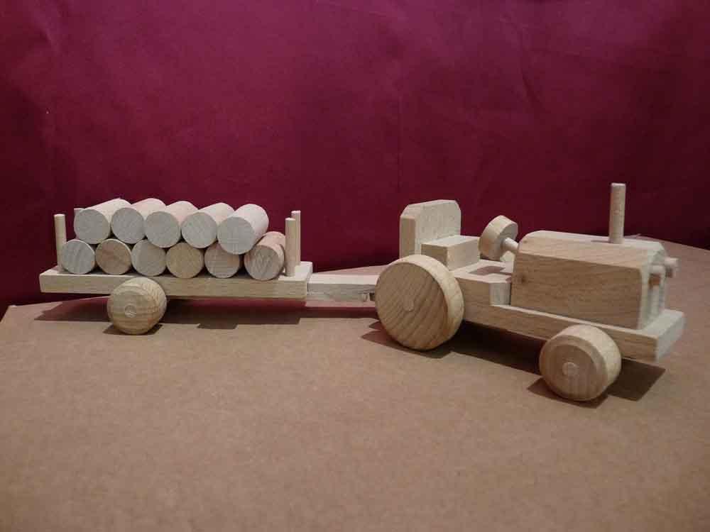 Tracteur en bois et sa remorque - vue 4