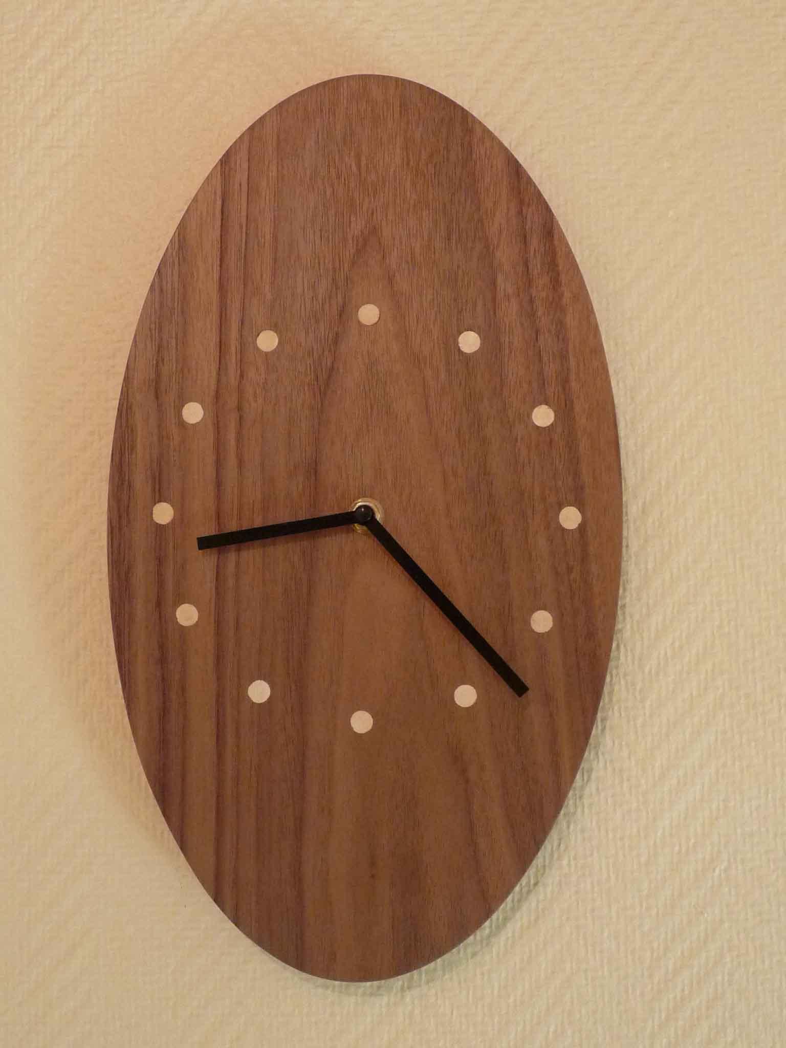 Pendule ovale en noyer - vue 2