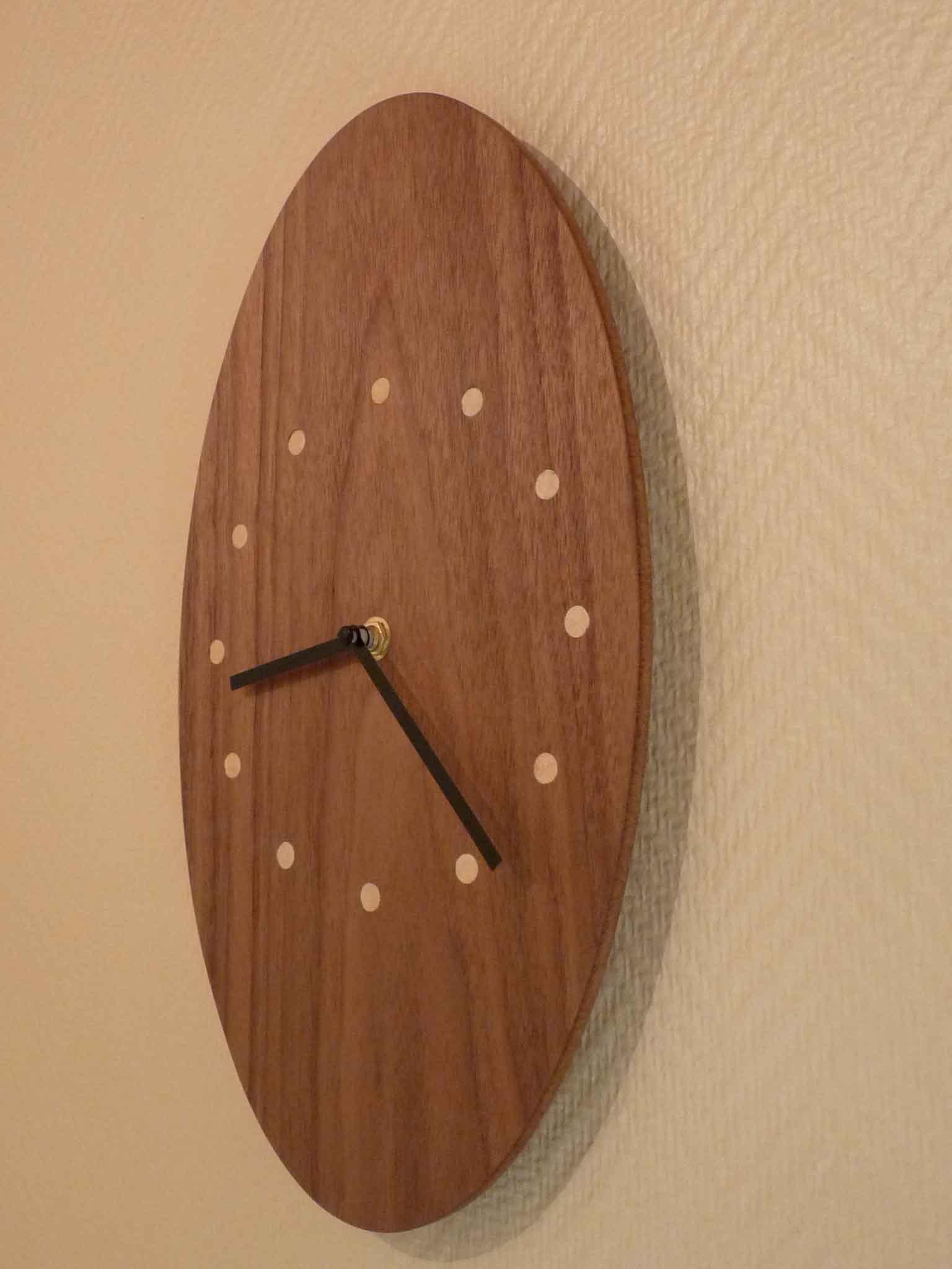 Pendule ovale en noyer - vue 3