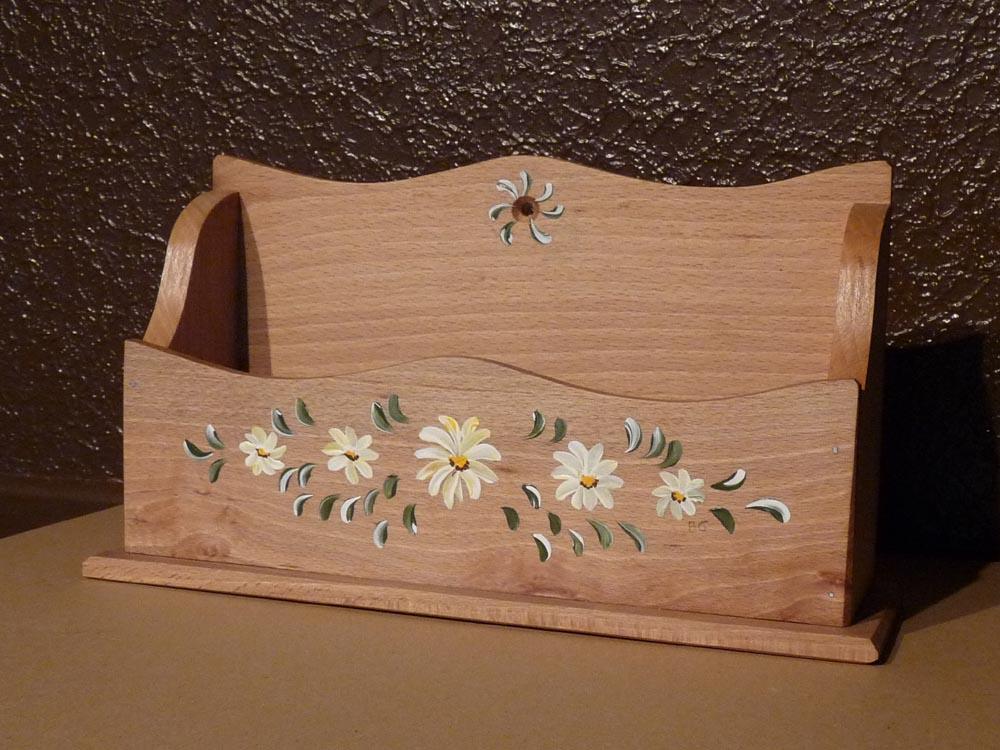 porte courrier peint porte courrier en bois. Black Bedroom Furniture Sets. Home Design Ideas