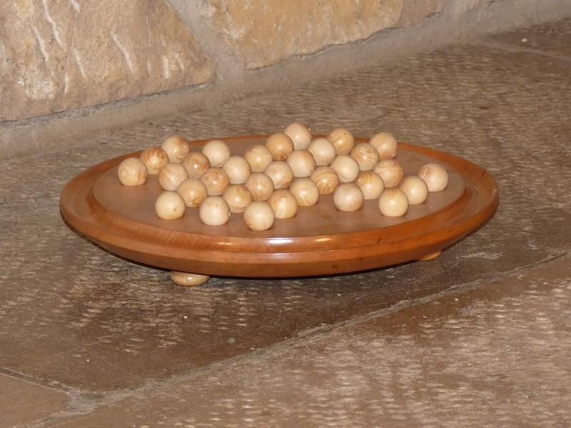 Solitaire circulaire avec billes en bois - vue 1
